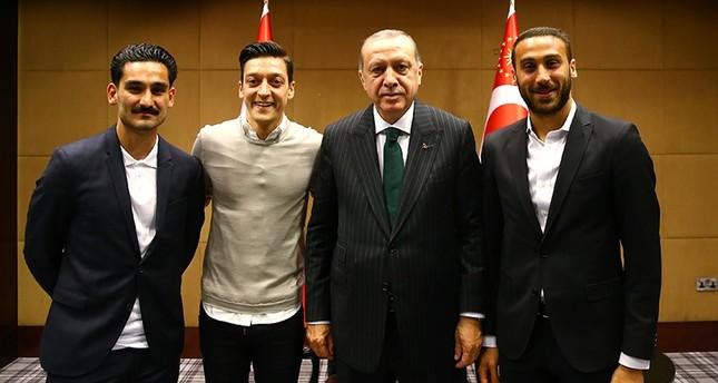 President Erdoğan meets footballers in UK