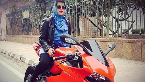 Meet Delhi's Roshni Misbah, A 'Hijabi Biker' Who Is Breaking Stereotypes
